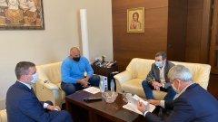 """Премиерът и двата основни синдиката - КНСБ и КТ """"Подкрепа"""" се срещнаха, за да обсъдят предприетите мерки в подкрепа на работниците и бизнеса по време на извънредното положение"""