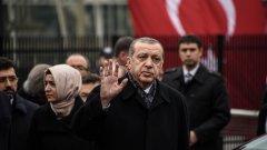 """""""Половината ни сърце е в Истанбул. Другата са Балканите"""", заяви турският президент пред изселници"""