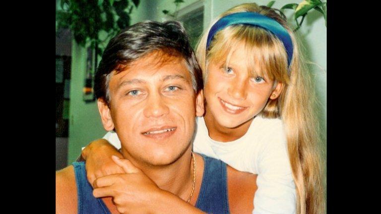 Анна Курникова като дете с баща си.