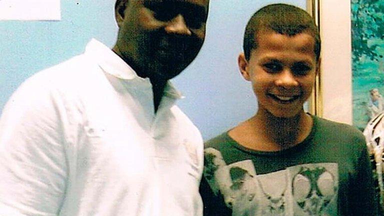 Родителите му са английска алкохоличка и нигерийски милионер, а животът на Деле Али е драма. От тежките!