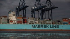 Най-голямото предизвикателство пред корабната индустрия е отказът от мазута - тип дизелово гориво, което се ползва от повечето танкери и товарни кораби по света. Акумулаторната технология може да дава резултат в сухопътния транспорт, но кораби с изцяло електрически двигатели едва ли ще се появят в близките 30 години.