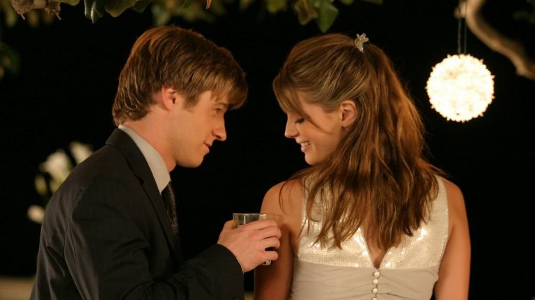 """Orange County / """"Кварталът на богатите"""" Едва ли са много по-драматичните екранни смърти от тази на Мариса Купър в Orange County. Любовта между нея и момчето от """"лошите квартали"""" Райън (за чиято роля първоначално е бил предвиждан Чад Майкъл Мъри, иначе казано Лукас от """"One Tree Hill""""), беше епична тийнейджърска любов с много фойерверки и много кръв. Няма как да не помните също така Самър и Сет, благодарение на които Рейчъл Билсън и Адам Броуди станаха лица от световното кино и телевизия."""