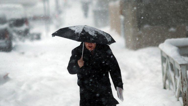 Американското правителство опитало да отрови жителите на Джорджия с изкуствен сняг   Ако трябва да сме честни, беше странно да вали сняг в Южните щати, но все пак това не е нещо, което един метеоролог да не може да обясни. Местни жители обаче твърдяха, че снегът не се топи както би трябвало и мирише на химикали, тъй че вероятно правителството е искало да ги убие.