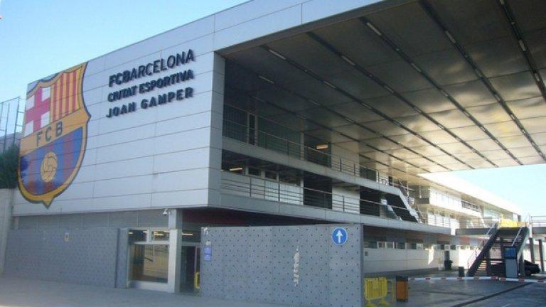 """Ciutat Esportiva Joan Gamper, Барселона Земята, върпу която е базата, бе закупена от клуба през 1989-а. Комплексът е на по-малко от 5 км. от стадион """"Камп Ноу""""."""
