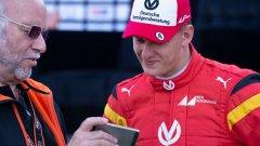 """Мик е част от академията за пилоти на """"Ферари"""" (Ferrari Driver Academy), с която подписа след спечелването на титлата в европейската Формула 3. От 2019 г. Шумахер вече е във Формула 2."""