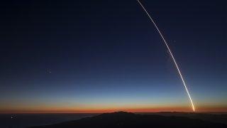 Астрофотографът Даниел Лопес отива да снима кометата NEOWISE, но се прибира с кадри на SpaceX