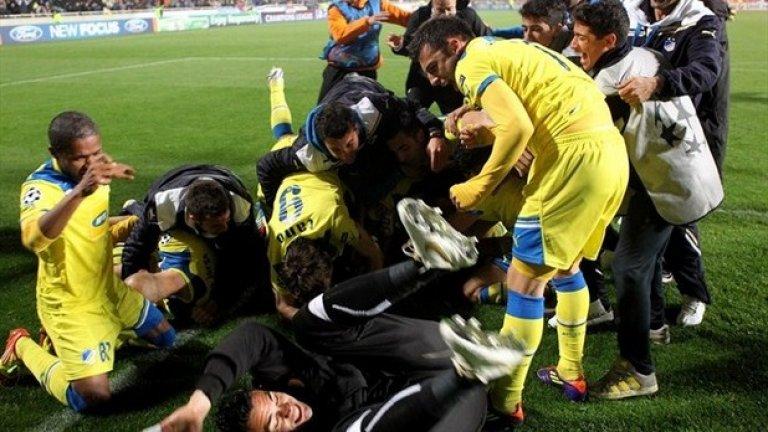 8. АПОЕЛ Никозия - 5 поредни титли АПОЕЛ е най-успешният кипърски клуб, но през 70-те и 80-те Омония също правеше убедителни шампионски серии. Грандът от Никозия се бори за нова титла с Аполон Лимасол, с който е с равни точки след 28 кръга.