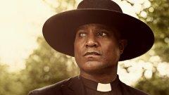 """Сет Гилиам, който играе ролята на отец Гейбриъл Стоукс в """"Живите мъртви"""" разказва за работата си по сериала"""