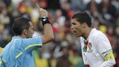 Кристиано Роналдо удари греда и получи жълт картон