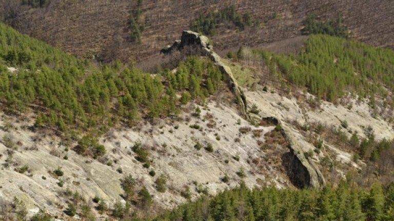 Формите, образувани от тукашните скали, показват артистизма, който природата е проявила, създавайки това място.