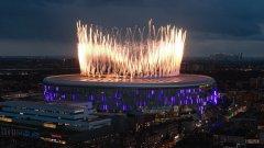 Шоу с фойерверки беляза първия мач на Тотнъм на новия стадион