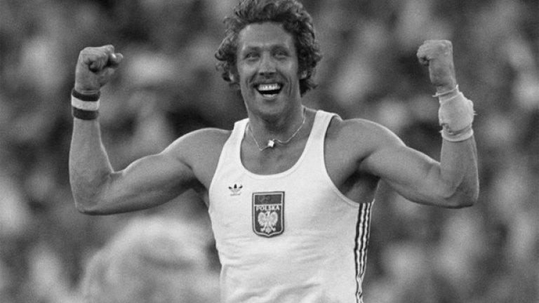 20. Москва 1980: Bras d`honneur Полякът Владислав Козакиевич за малко не остава без златния си медал на овчарски скок, след като след победния си скок показва знака Bras d`honneur на московската публика (който общо взето има същото значение като средния пръст, но се прави с двете ръце).