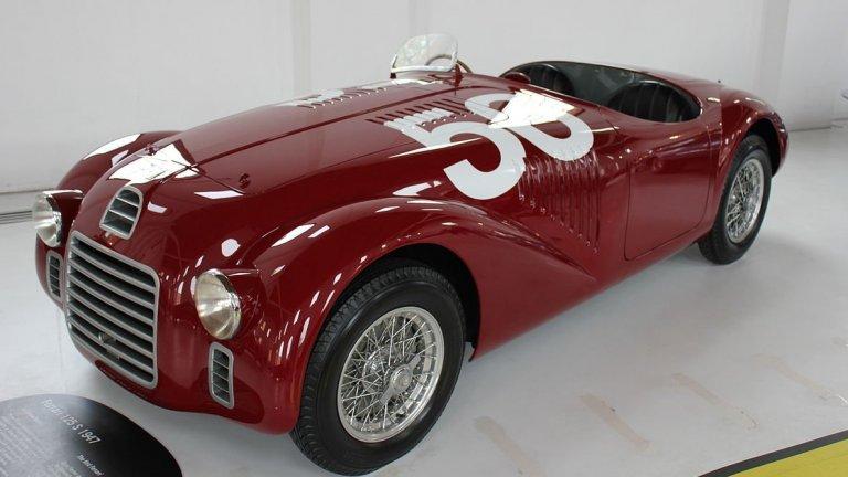 Ferrari 125И още малко по-назад във времето, за да си припомним един от най-известните автомобили Ferrari. Това е първата кола на бранда, която се сдобива с превърналото се в легенда лого с конче. От нея са създадени едва две бройки, с които обаче са спечелени общо шест титли от автомобилни състезания.