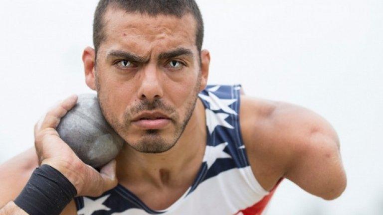 """Състезателят на САЩ по мятане на гюле Майкъл Кейсър се подготвя за едно от хвърлянията си по време на игрите """"Инвиктъс"""" в Лондон от 11 септември"""
