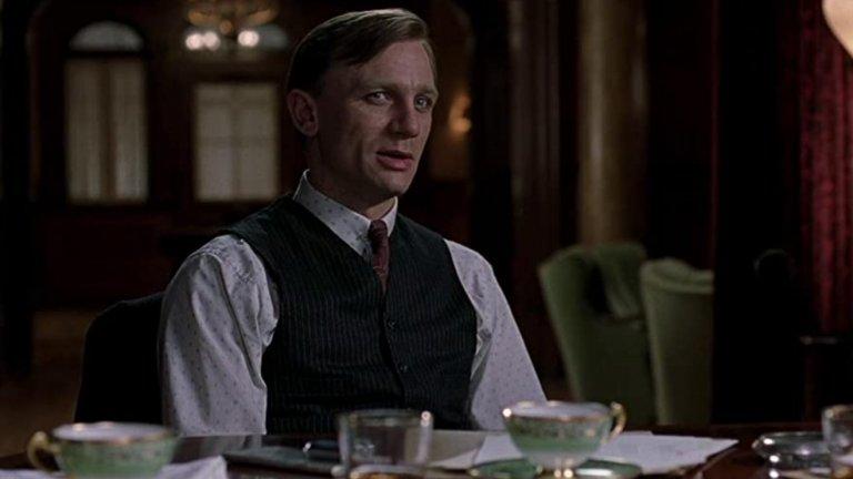 Road to Perdition Действието на филма се развива по време на Голямата депресия в САЩ и проследява историята на бивш гангстер и неговия син, търсещи отмъщение за убийството на семейството им. Звездният екип включва Том Ханкс в главната роля на Майкъл Съливан, отгледан от мафиотския бос Джон Руни - и Крейг, който влиза в образа на завистливия и жесток син на Руни.