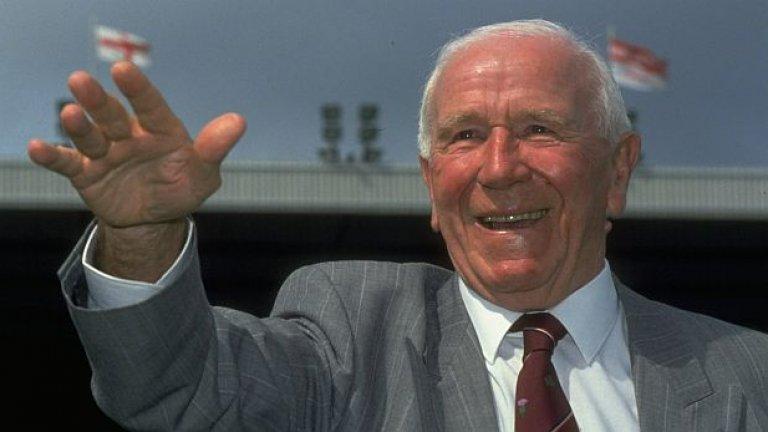 """11. Сър Мат Бъзби  Голямата фигура в историята на Манчестър Юнайтед изгражда състава, известен като """"Бебетата на Бъзби"""". Осем от тези играчи загиват при самолетната катастрофа в Мюнхен от 1958 г., но Бъзби успява да изгради наново Юнайтед и да спечели КЕШ десетилетие по-късно. Мениджърът прекарва общо 25 години в клуба и взима 13 трофея."""