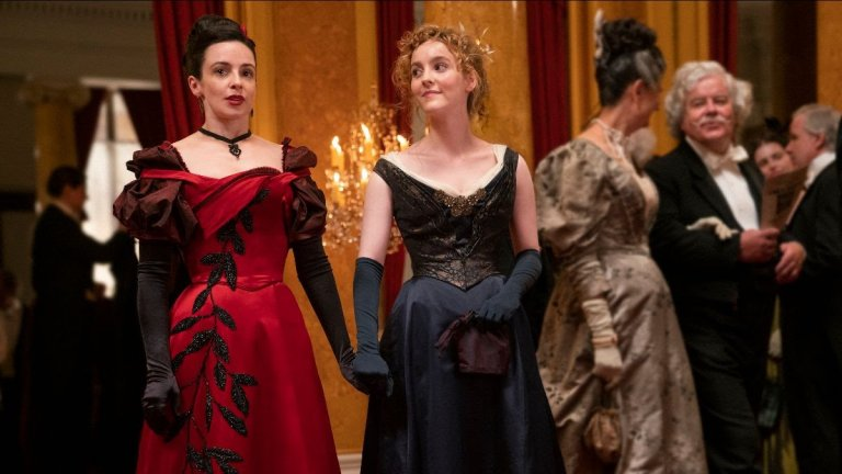 """The Nevers (HBO Max) - 11 април Викторианска Англия и хора със суперсили, преследвани от правителството. Някои ще се опитат да използват тези """"докоснати"""" жени (и в много по-малка степен мъже), други ще искат да ги унищожат, а трети - просто да се възползват от ситуацията. В защита на тази пренебрегвана и тормозена от обществото група ще се изправят няколко други жени. Сериалът обещава интересен поглед и сюжет, а ние сме готови да му дадем шанс."""