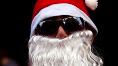 Носете си черни очила и костюм на Дядо Коледа/Дядо Мраз, в случай че ви изловят по-бели гащи