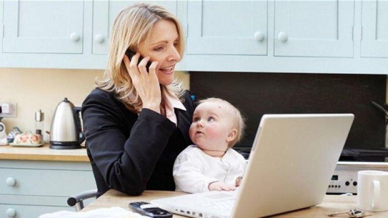 Когато става дума за развитието на децата, родителите би трябвало да се безпокоят повече за времето, което те самите прекарват пред екрани