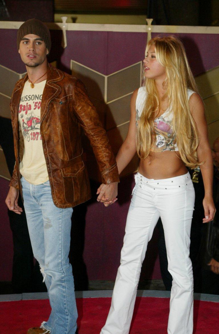 """От края на 2001 г. Курникова има връзка с певеца Енрике Иглесиас, с когото се запознава по време на снимките на видеоклипа му към песента """"Escape"""", в който участва и тя."""