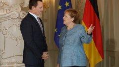 Посланикът на САЩ в Германия Рик Гренъл може и да не печели сърцата и умовете на домакините си, но трупа успехи в защитата на интересите на своето правителство.