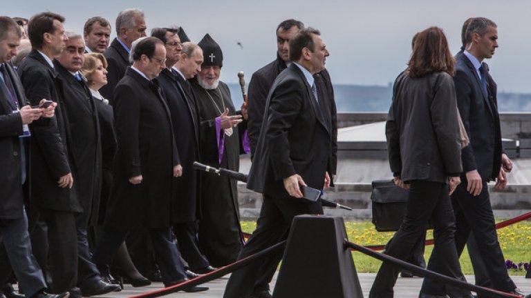 Руският президент Владимир Путин и френският президент Франсоа Оланд са сред официалните гости на церемонията по отбелязване на 100-годишнината от арменския геноцид в Ереван.