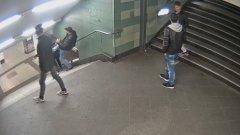 Кадър от нападението над младата жена в Берлин