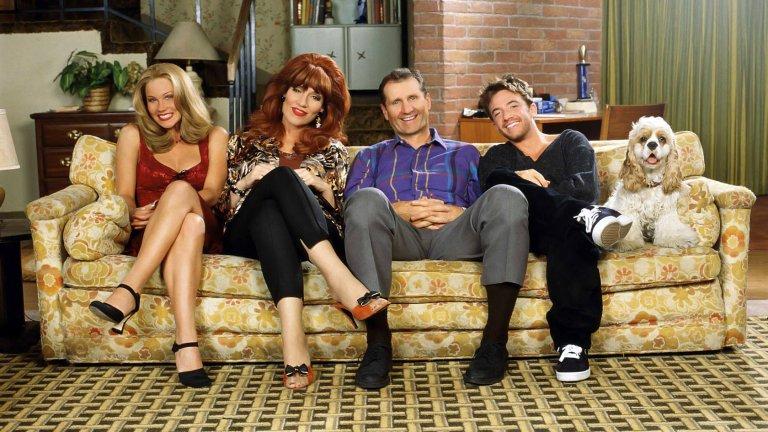 """""""Женени с деца""""(Married...with Children) Най-известното телевизионно семейство на 80-те и 90-те години няма как да ви отегчи. С проблемите си винаги недоволният от живота продавач на обувки Ал Бънди, неговата мързелива, но хитра съпруга Пеги, красивата им и глупава дъщеря Кели и синът им Бъд, който е вечният неудачник, ще ви оставят с впечатлението, че вашият собствен живот не може да е по-подреден и прекрасен."""