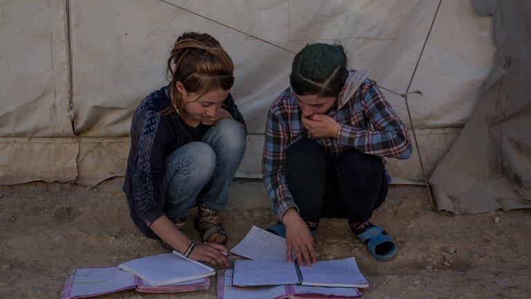 Децата язиди - отвлечени, малтретирани и дори изкарвани на бойното поле от бойците на ИД, сами трябва да се борят с ужаса на живота в плен
