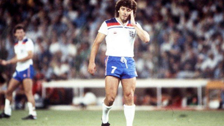 """Два важни мача без гол На Световното през 1982 г. в Испания англичаните, макар и без контузения Кийгън, почват шеметно в групата си с три победи, в това число и тази с 3:1 срещу Франция и гола на Брайън Робсън в 27-ата секунда, който остава и най-бързият в шампионата. Във втората групова фаза обаче англичаните стигат само до две нулеви равенства със Западна Германия и Испания.  Не помага и влизането на Кийгън срещу испанците на """"Сантяго Бернабеу"""" в последния половин час, когато Англия се нуждае отчаяно от поне един гол."""