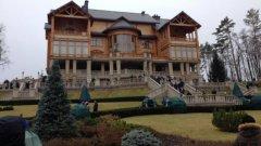Домът на Янукович вече втори ден е празен