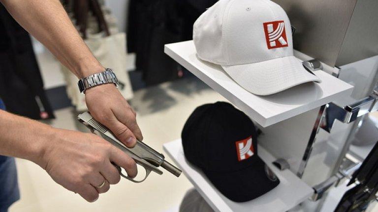Производителят на AK-47 откри сувенирен магазин на най-голямото руско летище