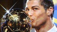 Роналдо грее с наградата за миналата година. Той отново е твърд фаворит на букмейкърите.