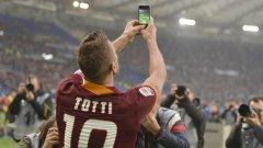 Снимка, която никога няма да бъде забравена. Рома - Лацио никога не ни е разочаровал...