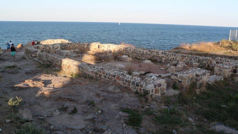 """Останки от базиликата """"Свети Апостоли"""" на нос Скамни"""