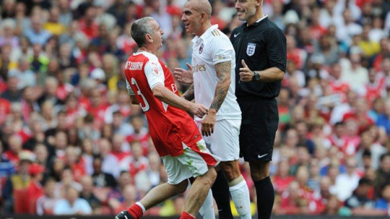 Найджъл Уинтърбърн  Коментира футбол по Sky Sports и BT Sport, включва се и в мачове на ветераните, както можем да видим на снимката.