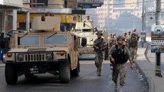 Загинаха шест души, а армията разположи войници и бронирана техника
