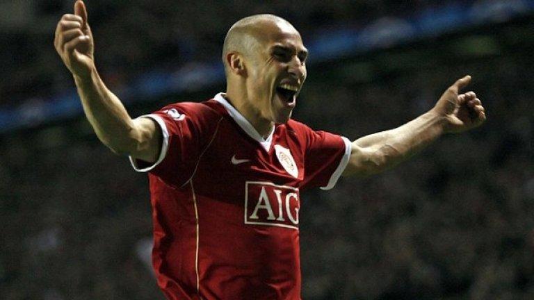 Хенрик Ларсон Манчестър Юнайтед (2007, под наем) Шведът беше взет като резервен вариант от сър Алекс Фъргюсън, но твърде бързо се наложи в състава. Ларсон изкара 10 седмици в Юнайтед, изигра 13 мача и вкара 3 гола. Сър Алекс заяви, че е бил готов на всичко, за да го задържи, но Хенрик решил да се върне в Хелзинборг.