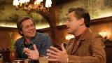 """""""Имало едно време... в Холивуд""""   Деветият филм на Куентин Тарантино беше очакван с огромно нетърпение и има защо. Режисьорът събира на едно място част от най-талантливите имена на съвременен Холивуд - Леонардо ди Каприо, Брад Пит и Марго Роби. Тарантино използва за основа реални събития от 60-те като убийството на младата сексапилна съпруга на Роман Полански - Шарън Тейт. Типично в негов стил обаче събитията претърпяват неочакван обрат.   Всичко това е гарнирано с хапливо чувство за хумор и безпощадна ирония към модерния шоубизнес и неговите спорни течения. """"Имало едно време... в Холивуд"""" звучи и изглежда като красива приказка за отминалите бляскави години на киното, в която обаче нищо не е такова, каквото е на пръв поглед. Ако искате още от това, което сте гледали в """"Гадни копилета"""" - това е вашият филм."""