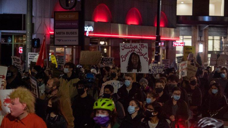 """Демонстрацията в Бостън премина под надслов """"Марш за освобождение"""""""