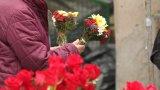 Православната църква извършва специално богослужение в памет на починалите, а близките посещават гробовете.
