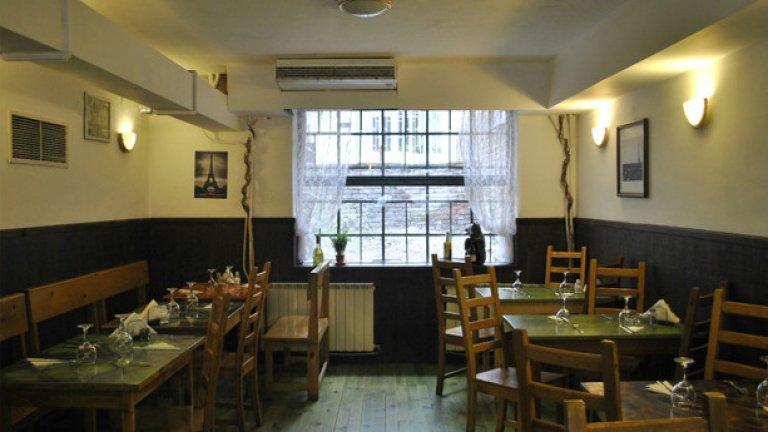 Преди това място пак беше ресторант, обзавеждането е същото, но Ерик и Краси планират да преобразят пространството по свой уникален начин