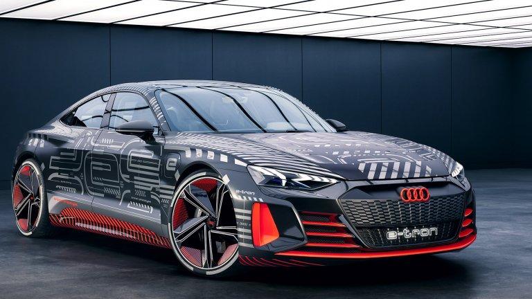 Audi RS e-tron GTИ тази година Audi упорито ще се опитват да обогатят серията си електромобили e-tron. Така вече сме на няколко месеца от официалното представяне на електрически RS, за който критиците твърдят, че прилича притеснително много на Porsche Taycan. Audi от своя страна ще предложи 590 конски сили и ускорение от 0 до 100 км/ч за три секунди. Най-странното е, че компанията все пак твърди, че автомобилът ще се цели в сегмента на семейните автомобили…