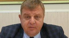 Министър Каракачанов помолил Цветанка Ризова да не му се правели колажи с найлонови торбички. Не за друго, той имал далеч по-луксозни маркови пликчета. Обаче армията на родните зевзеци е обръгнала на партизанска война и сега всяка снимка на Каракачанов е с пликче, дори на тия, на които наистина не носи.