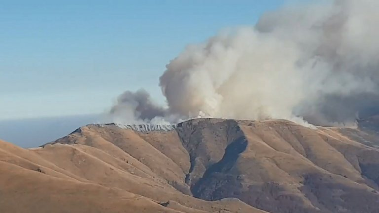 Разраства се пожарът в Стара планина на границата със Сърбия