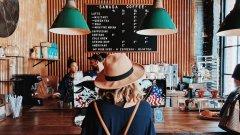Защо хората губят контрол над харчовете си, когато пътуват?