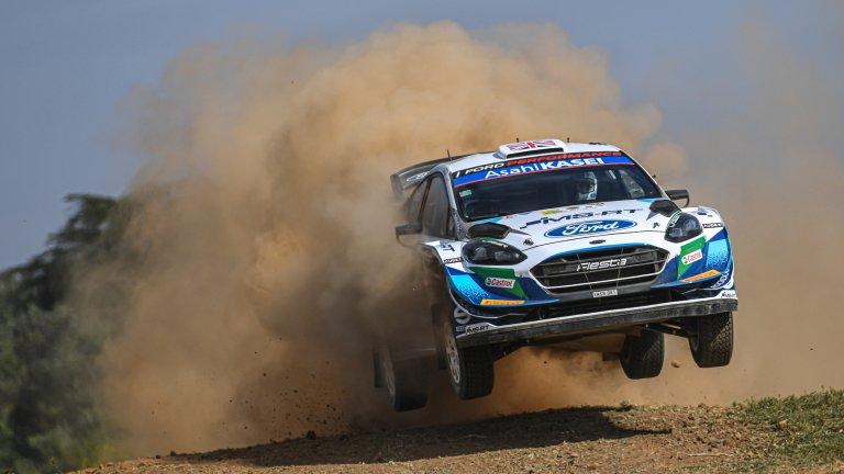 Ford Fiesta Човек лесно може да се подведе да гледа отвисоко на Fiesta заради дребния ѝ размер, но това е една огнена кола. Последната Fiesta от 2019 г. се предлагаше и като хечбек, и като седан. 5-степенна ръчна трансмисия, 1.6L четирицилиндров двигател, 120 коня и ускорение от 1 до 100 км за 9 секунди, правят Fiesta перфектна градска кола, когато не е по състезателните писти.