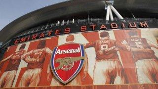 Замисляли ли сте се откъде идват и какво символизират емблемите на отборите във Висшата лига на Англия? Вижте в галерията.