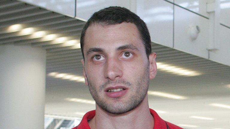 Матей Казийски на два пъти по време на ваканцията си поигра волейбол с ученици