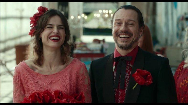 """""""Произведено в Италия"""" / Made in Italy - 28 септември На италианците им се отдава да правят филми за любовта, дори и когато става въпрос за любов към родината. Рико е обикновен, честен човек, който се опитва да се бори с живота си, работата, семейството, приятелите си и чувствата и да остане цял. Той обаче е напът да изгуби всичко това. И единственият начин да запази живота си е сам той да се промени. А това е трудно приключение."""
